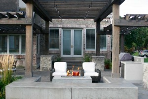 Outdoor entertaining space with fire feature